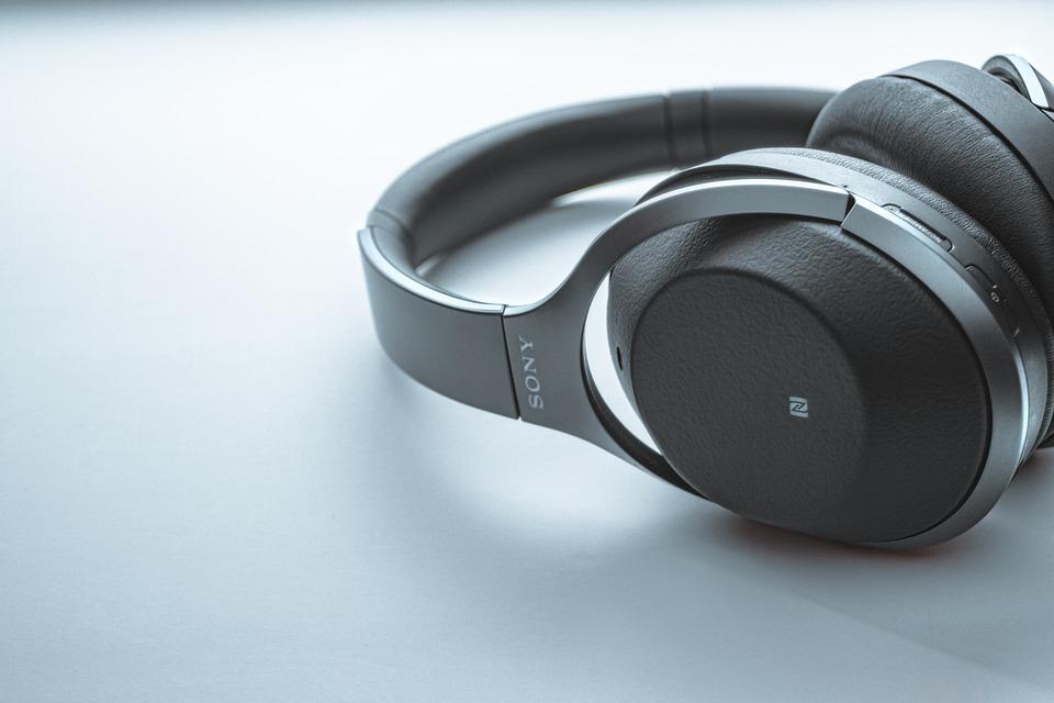 černá sluchátka