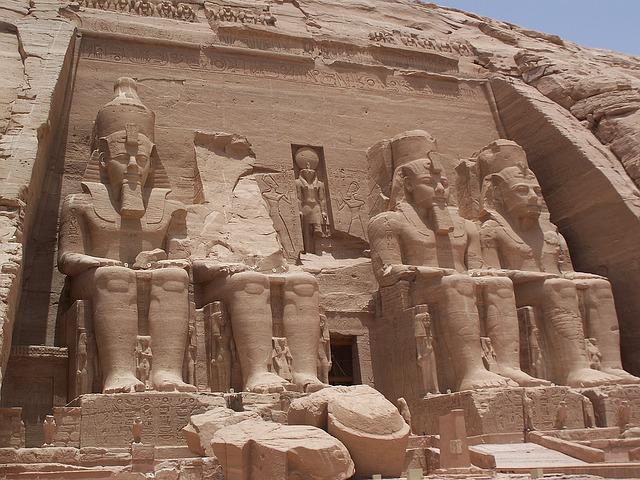 sochy v Abú Simbel