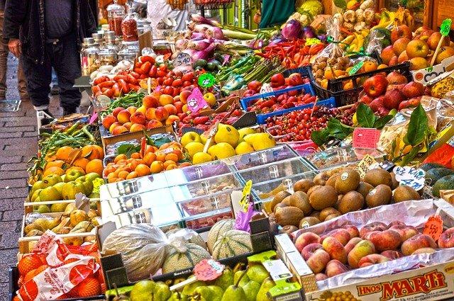 trh s ovocem.jpg