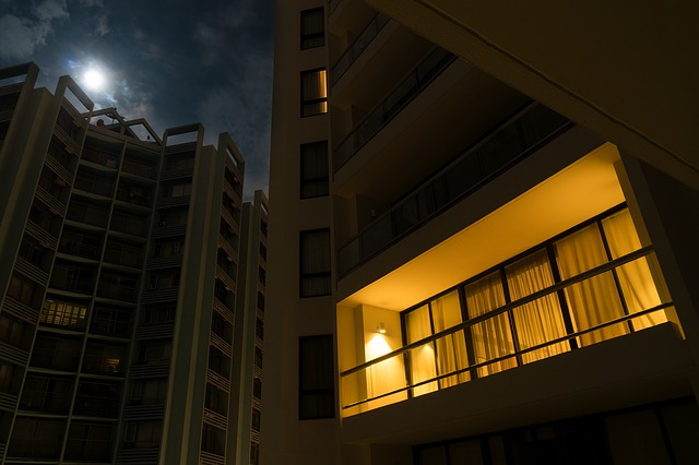 osvětlený balkon